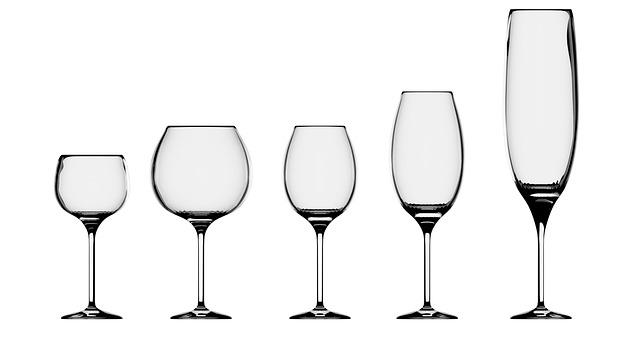 Diversi-tipi-di-biccheri-di-vino