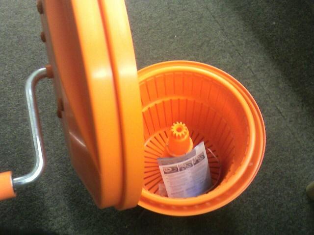 una-centrifuga-per-insalata
