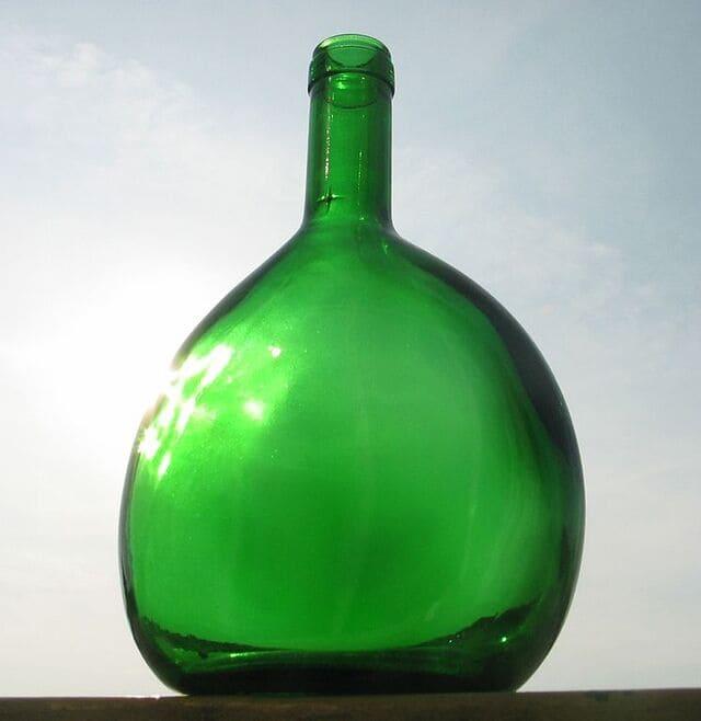 bottiglia-pulcianella-o-Bocksbeutel