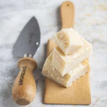 Coltello-da-parmigiano