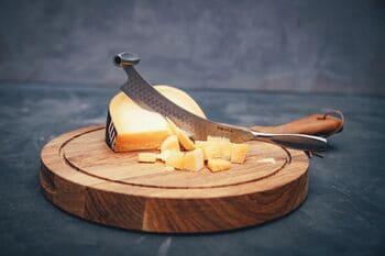 Coltello-per-formaggio-a-pasta-dura