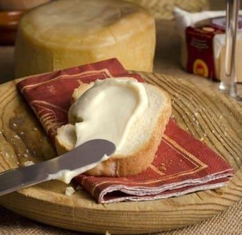 Coltello-per-formaggio-spalmabile