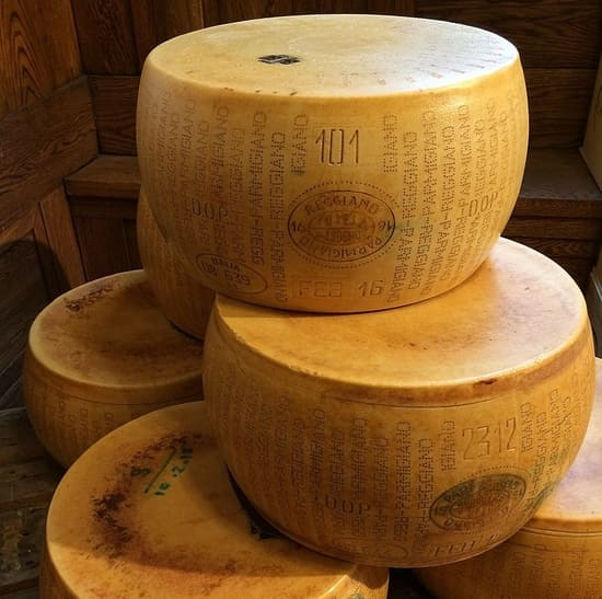 formaggi-italiani-Parmigiano-Reggiano