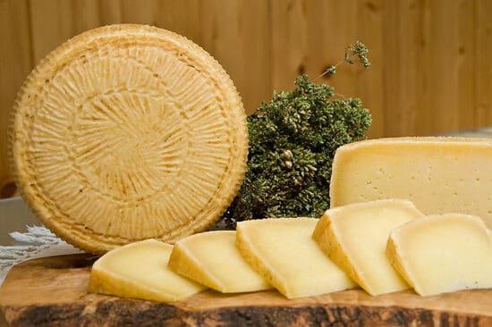 formaggi-italiani-Pecorino