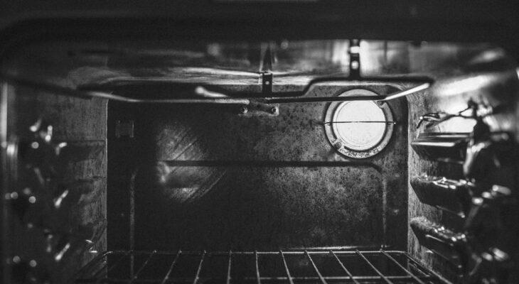 Come-pulire-il-forno-incrostato