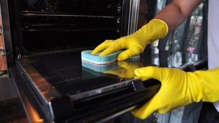Come-pulire-il-forno-senza-detersivi